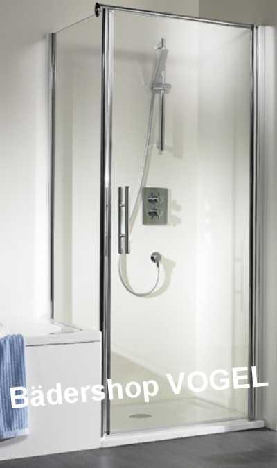 Dusche mit Drehtür und verkürzter Seitenwand neben der Badewanne