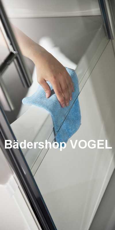 Pflege von Glas und Badewannenrand an der verkürzten Seitenwand